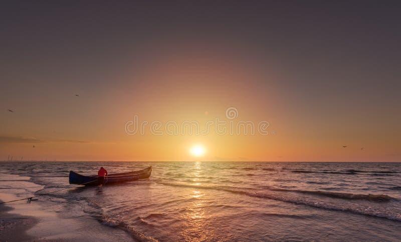 Пляж Năvodari - на часах утра стоковое фото