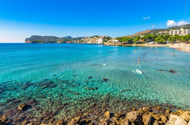Пляж Platja de Tora Майорки на Peguera, Испании стоковое изображение