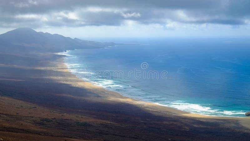 Пляж Playa de Cofete на Канарских островах Фуэртевентуре, Испании стоковые фото