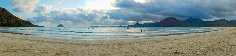 Пляж Selong Belanak, Lombok, спрятанный рай в западном Nusa Tenggara, Индонезии стоковые изображения