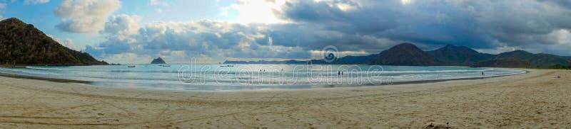 Пляж Selong Belanak, Lombok, спрятанный рай в западном Nusa Tenggara, Индонезии стоковые фотографии rf