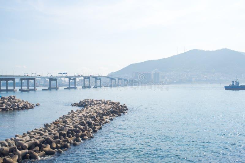 Пляж Songdo Skywalk в Пусане, Южной Корее стоковое изображение
