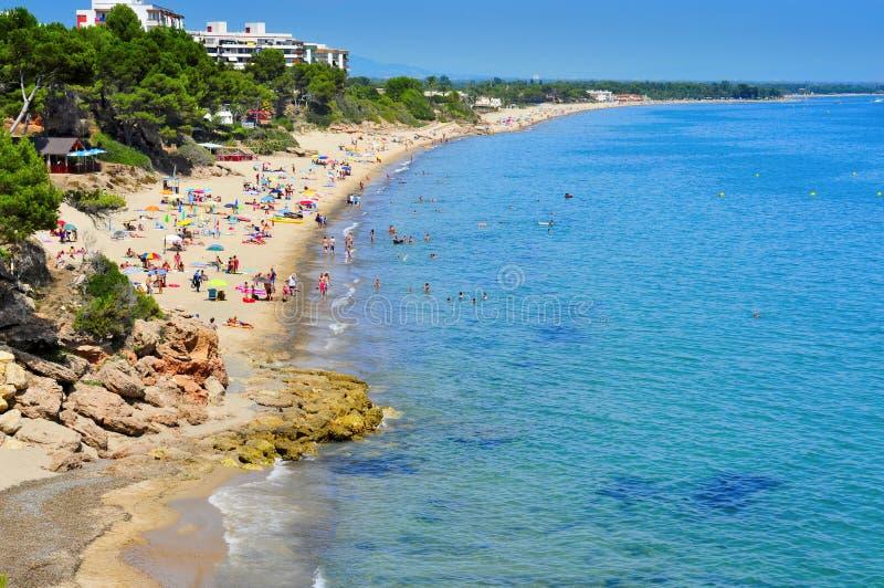 Пляж Vienesos dels Cala, в Майами Platja, Испания стоковые фотографии rf