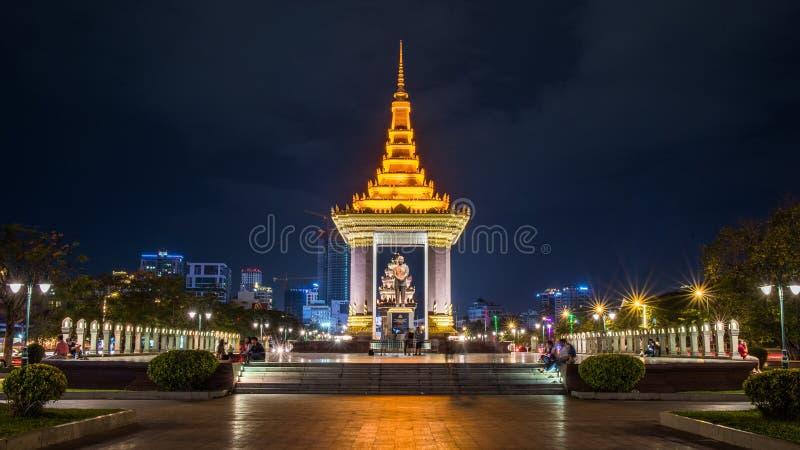 Пномпень, Королевствй Камбоджи на ноче стоковое изображение