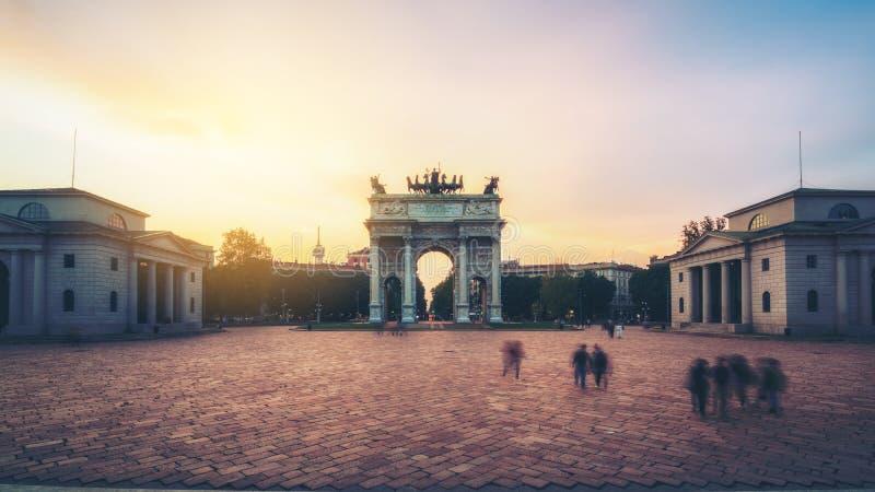 Побежка della Arco в Милане, Италии стоковые фотографии rf