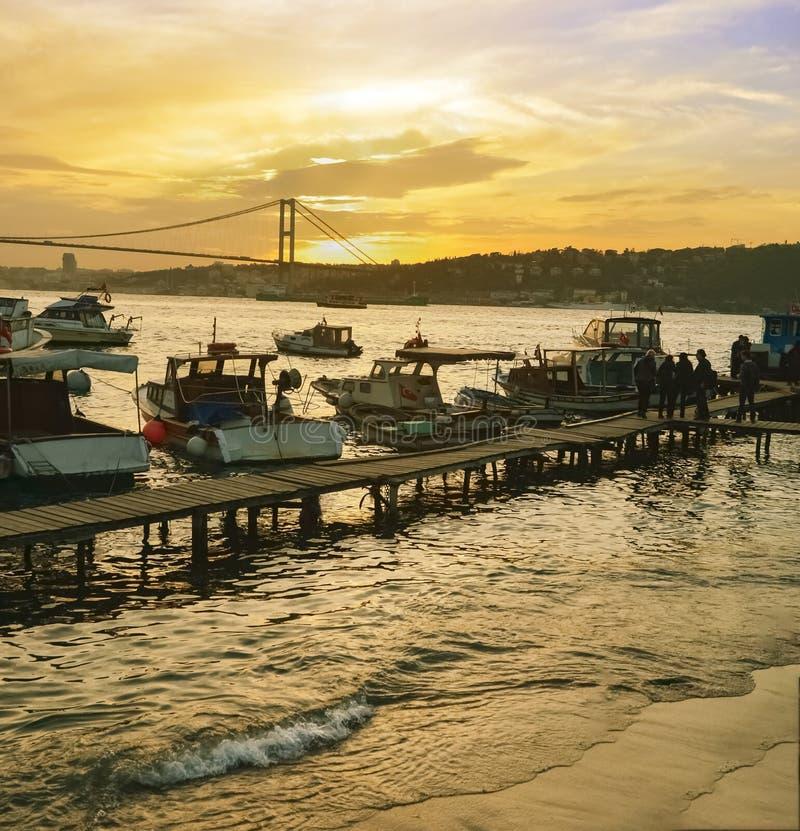 Побережье захода солнца Стамбула Bosphorus стоковые фотографии rf