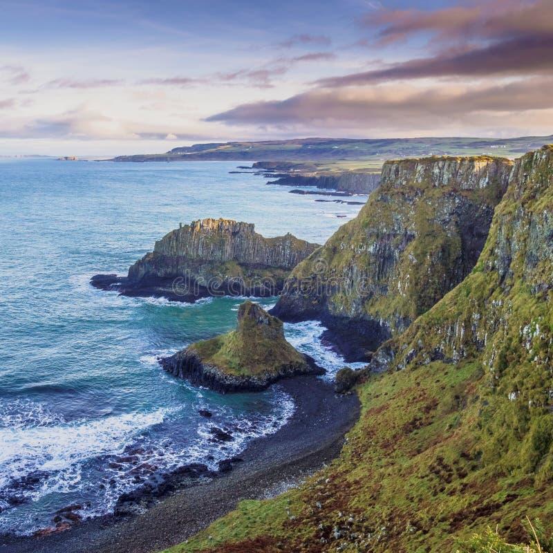 Побережье мощёной дорожки, Северная Ирландия, Великобритания стоковое изображение
