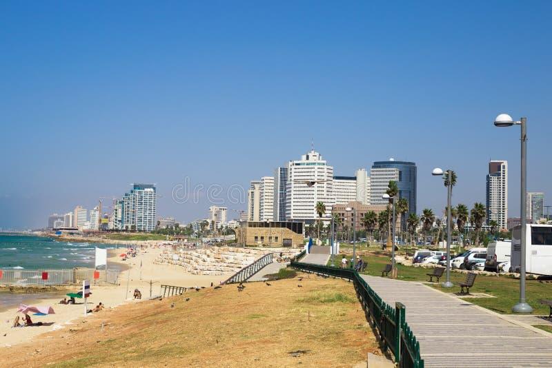 Побережье пляжа Тель-Авив с целью Средиземного моря от Яффы стоковая фотография