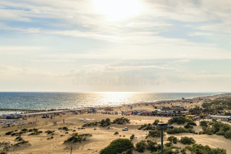 Побережье Чёрного моря с песчанными дюнами Пляж с горизонтом моря на стоковые фото