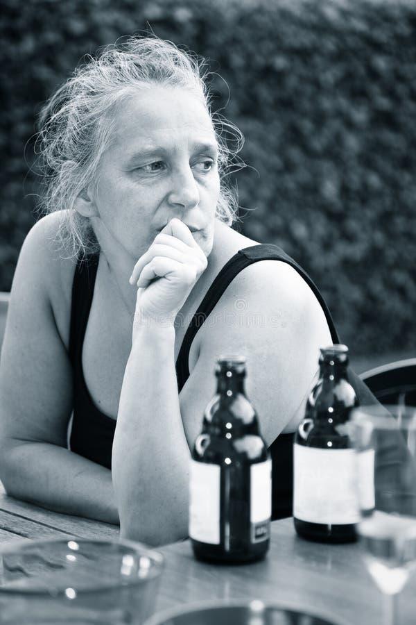 побеспокоенная женщина стоковая фотография