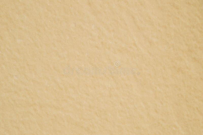 Поблескивая бежевый свет предпосылки стены стоковые фотографии rf