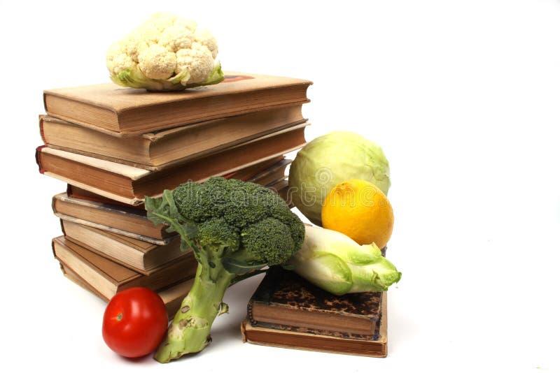 поваренные книги старые несколько овощей стоковое изображение