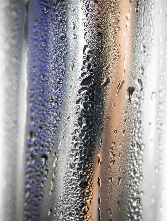 поверхностная вода металла падений стоковое изображение rf