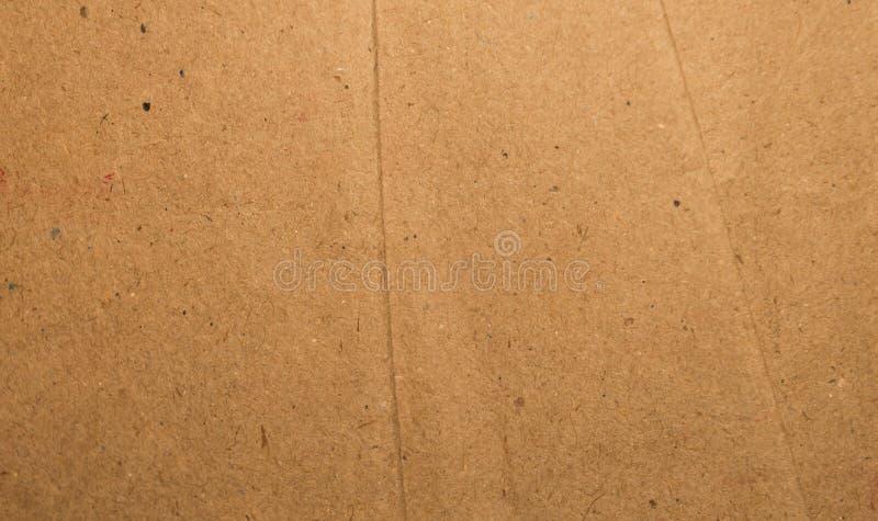 Поверхность коробки цвета коричневого цвета отрезка и сорванного листа старой и винтажной картона бумаги Абстрактный конец предпо стоковые фото