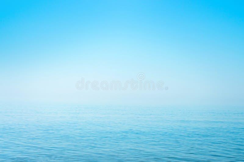 Поверхность моря голубая, горизонт, затишье Справочная информация стоковое изображение rf