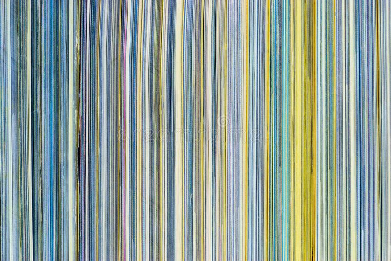 Поверхность предпосылки красочного взгляда со стороны стога журналов стоковая фотография