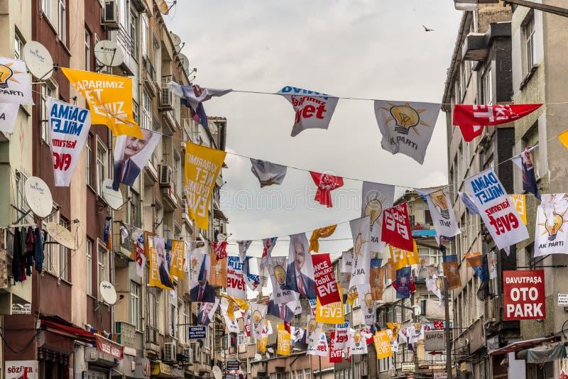 Повисните различные флаги партии во время референдума утвердительного ответа стоковое фото