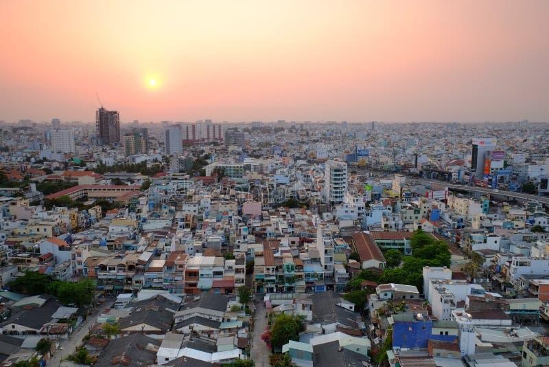 Повисните эстакаду пересечения Xanh в заходе солнца, Хошимине, Вьетнаме стоковые фотографии rf