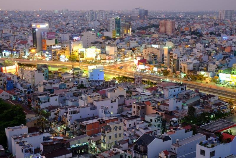 Повисните эстакаду пересечения Xanh в сумерк, Хошимине, Вьетнаме стоковая фотография rf