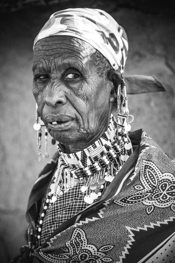 Повитуха деревни Masai стоковые изображения rf