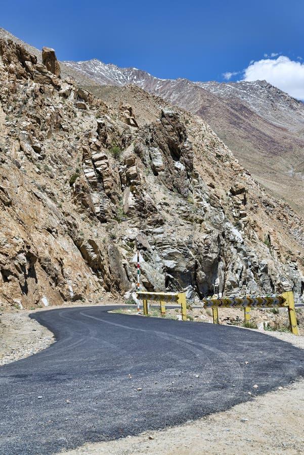 Поворот дороги горы пустыни стоковая фотография rf