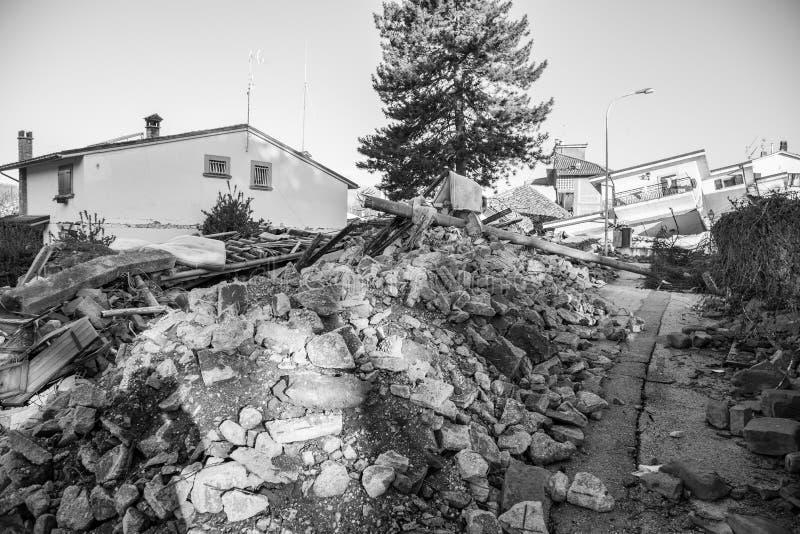 Повреждение причиненное землетрясением которое ударило центральную Италию в 20 стоковое изображение rf