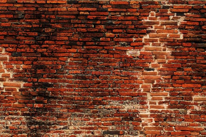 Поврежденная кирпичная стена для предпосылки стоковое изображение