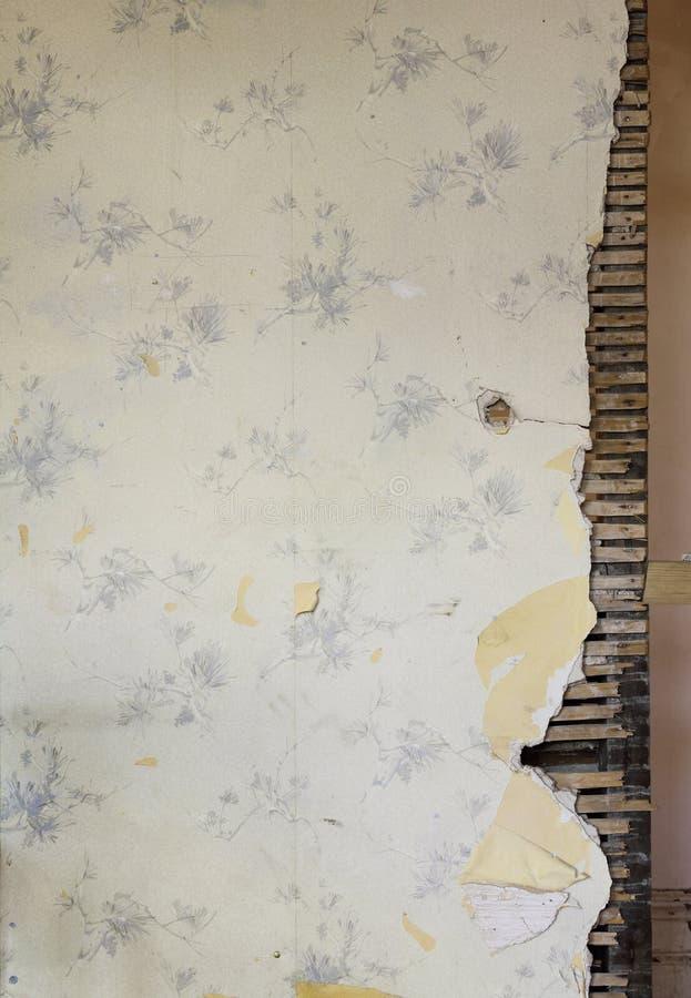 поврежденная предпосылкой стена дома старая стоковые фотографии rf