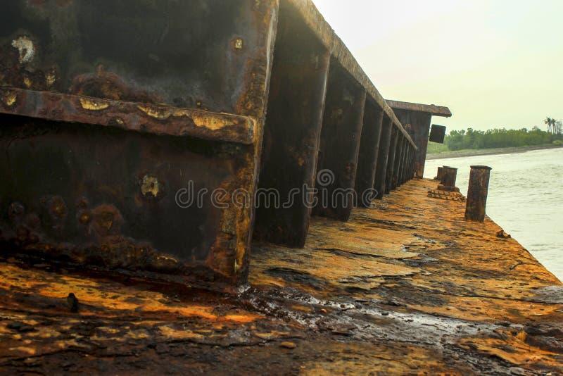 Поврежденная рыбацкая лодка стоковое фото