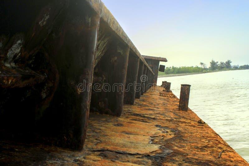 Поврежденная рыбацкая лодка стоковая фотография rf
