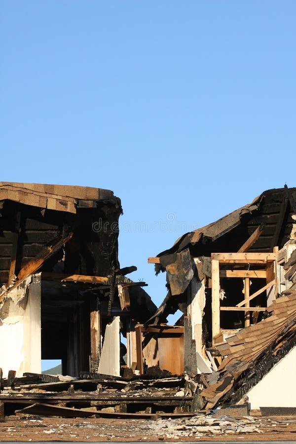поврежденный дом пожара стоковые фотографии rf