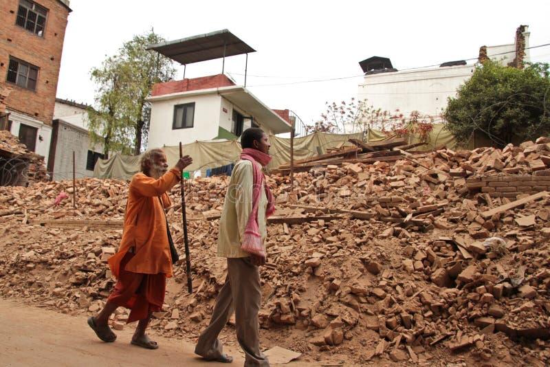 Повреждение землетрясения на улицах Kathamndu от ба Thamel стоковое фото