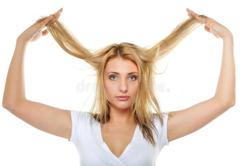 Поврежденные сухие волосы женщины, несчастная волосатая девушка. стоковое изображение rf