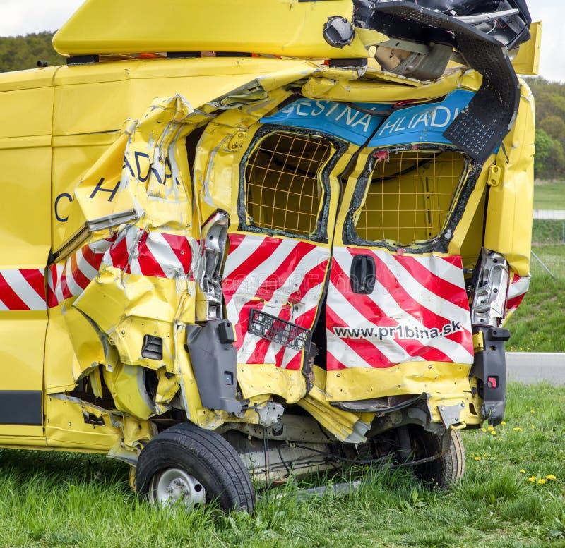 Поврежденный фургон после автокатастрофы стоковое фото rf