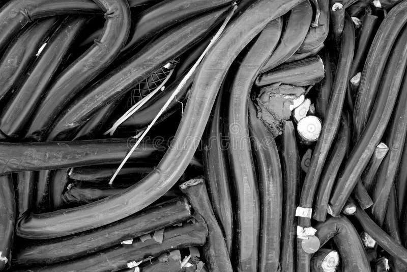 Повторно использовать разбивочные кучи трубопровода, металла и других материалов утиля стоковое изображение rf