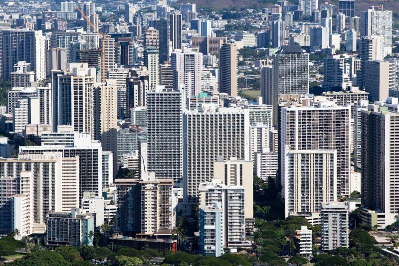Повышенный взгляд гостиниц и кондо в Waikiki стоковая фотография