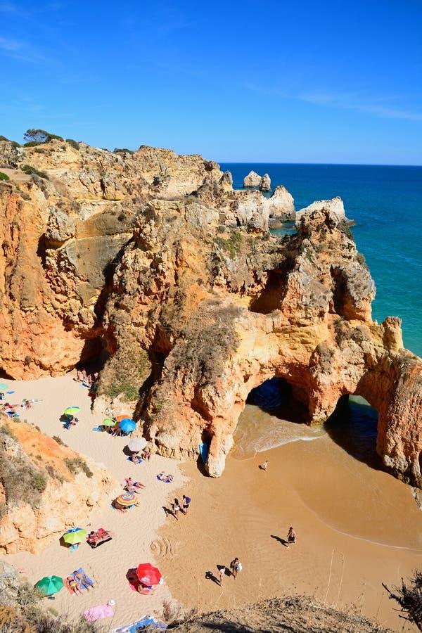 Повышенный взгляд пляжа da Rocha Прая, Portimao стоковое фото