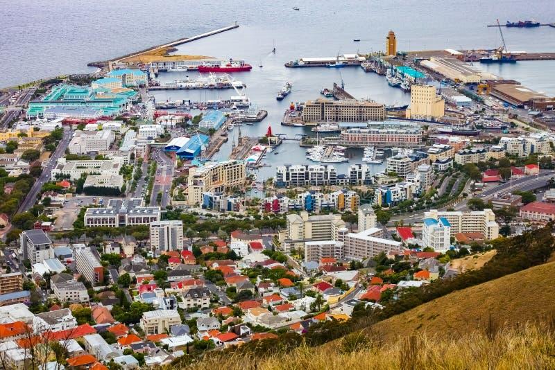 Повышенный взгляд портового района V&A в гавани Кейптауна стоковые фотографии rf