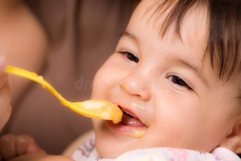 подавать младенца стоковые изображения rf