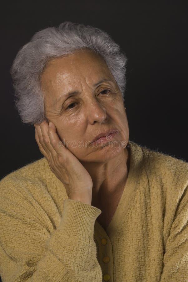 подавленная старшая женщина стоковое фото
