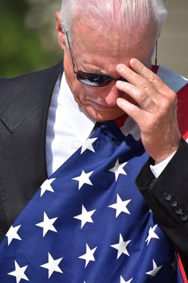 Подавленные взрослые старшие мужские политик или ветеран стоковая фотография rf