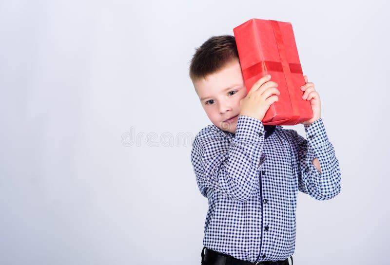 Подарки покупки Рождество или подарок на день рождения Продажа праздника ходя по магазинам сезонная Благополучие и положительные  стоковая фотография rf
