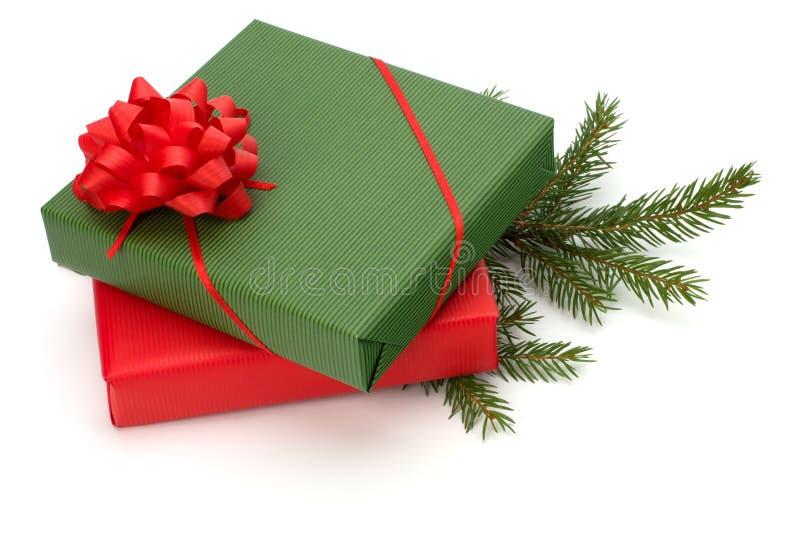 подарки предпосылки изолировали богато украшенный белизну стоковые фотографии rf