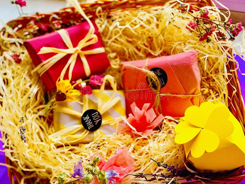 Подарки, разноцветные коробки obraz royalty free