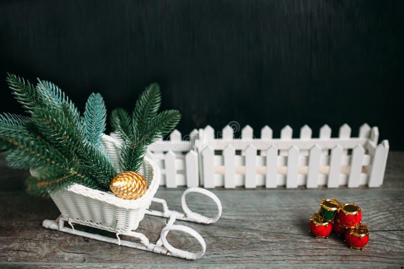 Подарок Кристмас звезды абстрактной картины конструкции украшения рождества предпосылки темной красные белые стоковое изображение rf
