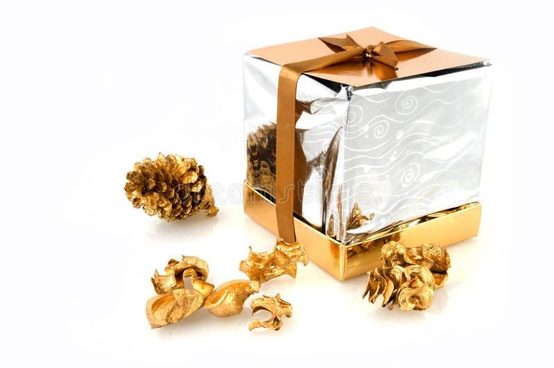 Download подарок на рождество стоковое изображение. изображение насчитывающей сярприз - 6862243