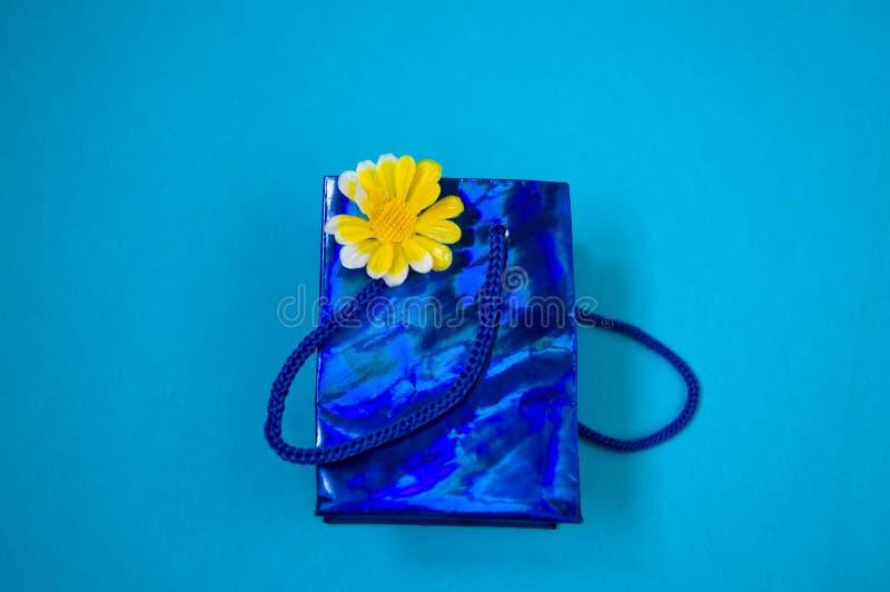 Подарок, сувенир, небольшой пакет, сюрприз стоковое фото rf
