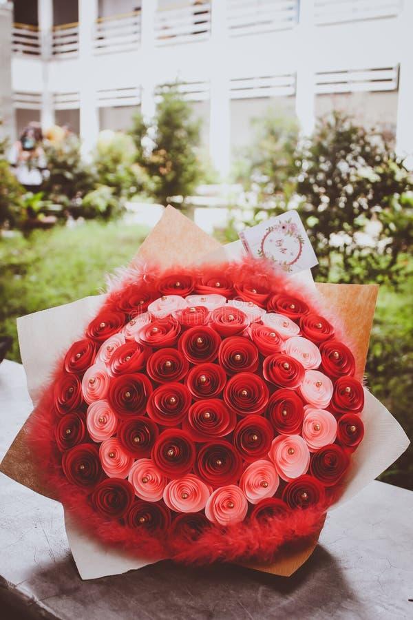 Подарок цветка для градуировать что-то стоковые фото