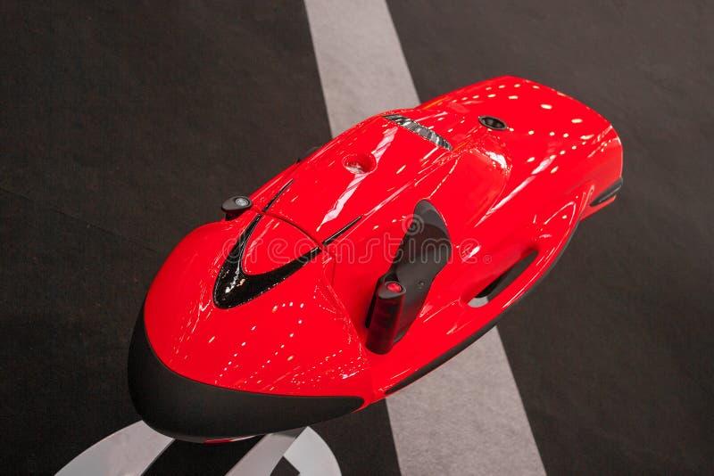 Подводное красное seabob самоката Оборудование для скубы стоковое фото