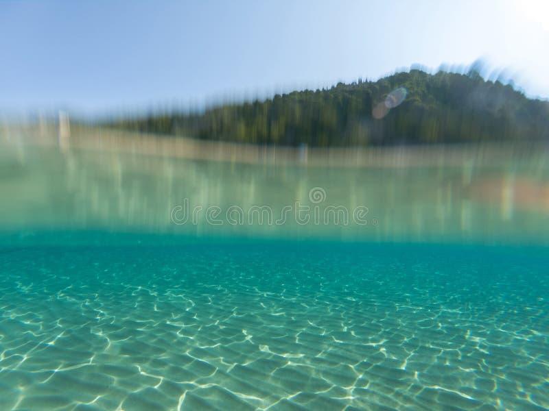 Подводной половина съемки моря стоковое изображение rf